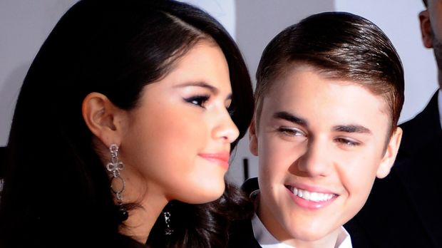 justin bieber legt sich mit selena gomez an wettstreit um. Black Bedroom Furniture Sets. Home Design Ideas