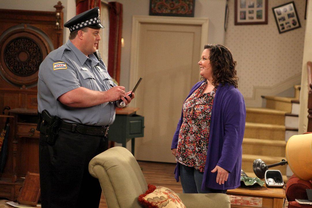 Werden sie endlich zueinanderfinden? Molly (Melissa McCarthy, r.) und Mike (Billy Gardell, l.) - Bildquelle: 2010 CBS Broadcasting Inc. All Rights Reserved.