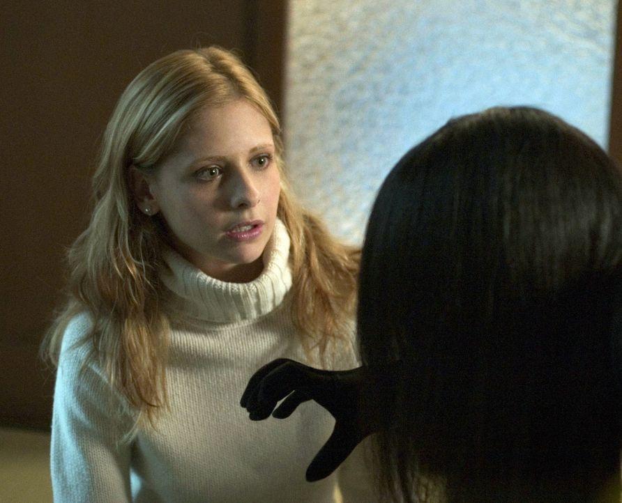 Ob es Karen (Sarah Michelle Gellar, l.) gelingt, Kayakos Geist (Takako Fuji, r.) durch ein Gespräch zu besänftigen? - Bildquelle: Constantin Film