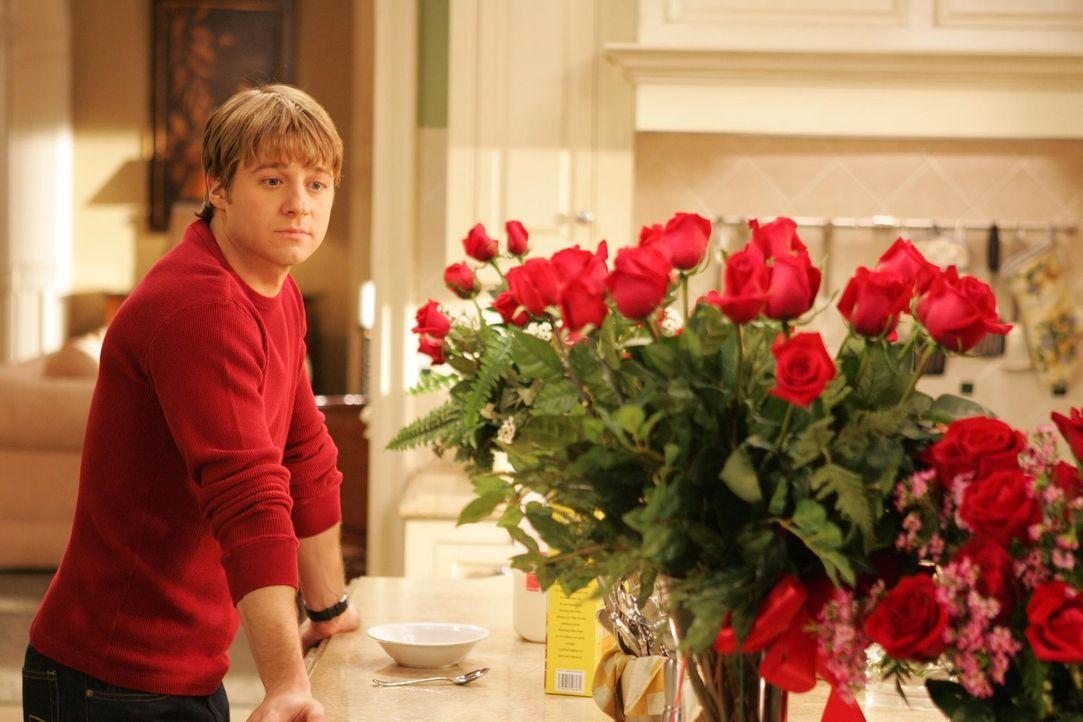 Ryan (Benjamin McKenzie) möchte den Valentinstag nicht alleine verbringen - dann doch lieber mit Lindsay ... - Bildquelle: Warner Bros. Television