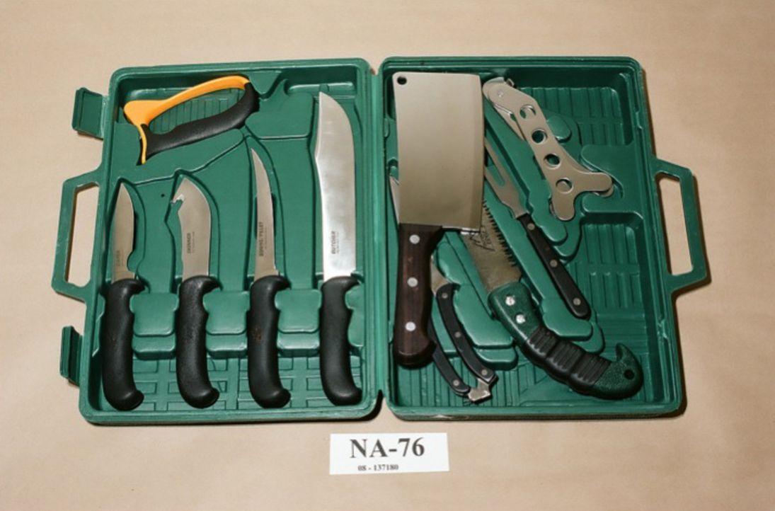 """Mord-Besteck: Mit diesen Messern tötete Regisseur Mark Twitchell seine Opfer und filmte sie für einen sogenannten """"Snuff Film"""", der filmischen Insze... - Bildquelle: Edmonton Police / Public Domain"""