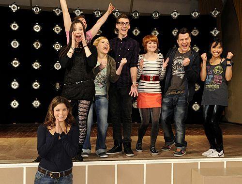 Zur freudigen Überraschung des Chors dürfen sie an dem Vorsingen teilnehmen.  - Bildquelle: Christoph Assmann - Sat1