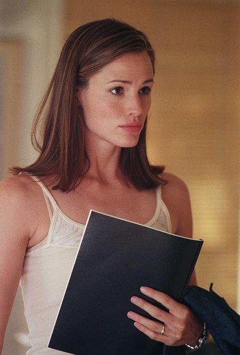 In Madrid angekommen besucht Sydney (Jennifer Garner) ein Automuseum, in dem der Koffer versteckt sein soll ... - Bildquelle: Touchstone Television