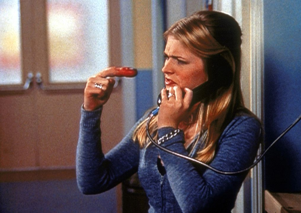 Sabrina (Melissa Joan Hart) sollte wegen einer Zeigefinger-Erkältungswelle Handschuhe tragen, was sie natürlich nicht macht ... - Bildquelle: Paramount Pictures