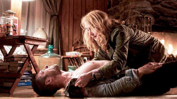 Als William Grant (Scott Speedman, unten) schwer verletzt bei Helen Matthews...