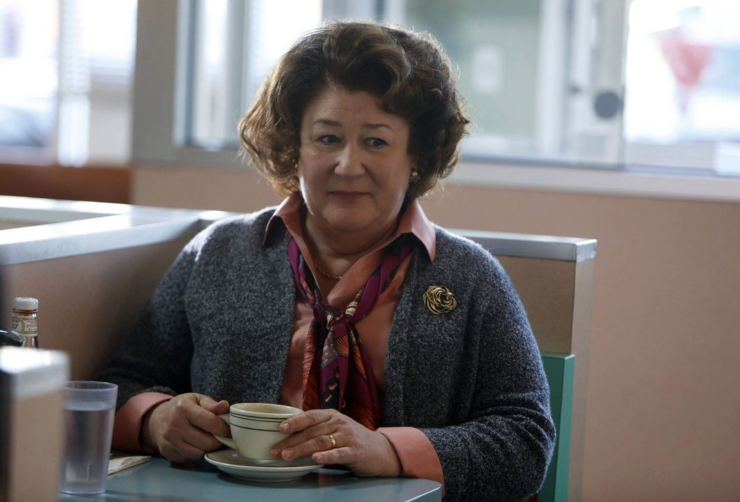 Sieht harmlos aus, ist es aber nicht: die sowjetische Verbindungsagentin Claudia (Margo Martindale) ... - Bildquelle: 2013 Twentieth Century Fox Film Corporation and Bluebush Productions, LLC. All rights reserved.