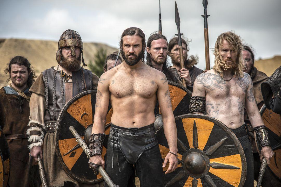 Es kommt zur großen Schlacht: Auf der einen Seite steht Ragnar mit seinen Truppen zusammen mit den Streitkräften von König Horik, auf der anderen Se... - Bildquelle: Bernard Walsh 2013 TM TELEVISION PRODUCTIONS LIMITED/T5 VIKINGS PRODUCTIONS INC. ALL RIGHTS RESERVED.