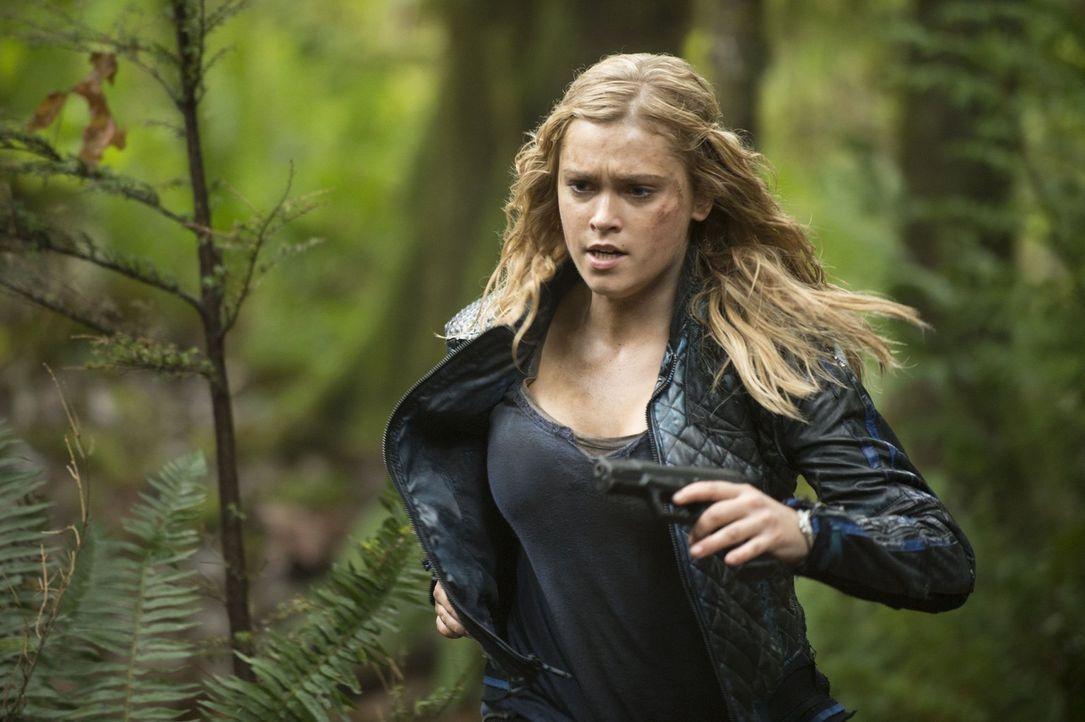 Während Clarke (Eliza Taylor) versucht, im Lager der Grounder einen Schlachtplan auszuarbeiten, bekommt Octavia ein verlockendes Angebot ... - Bildquelle: 2014 Warner Brothers