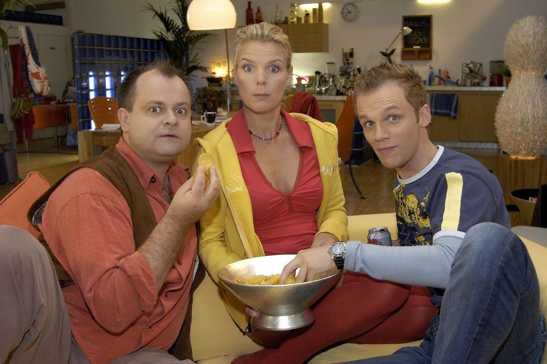 Markus (Markus Majowski, l.), Mirja (Mirja Boes, M.) und Ralf (Ralf Schmitz, r.) sind die einmalige Comedy WG. - Bildquelle: Sat.1