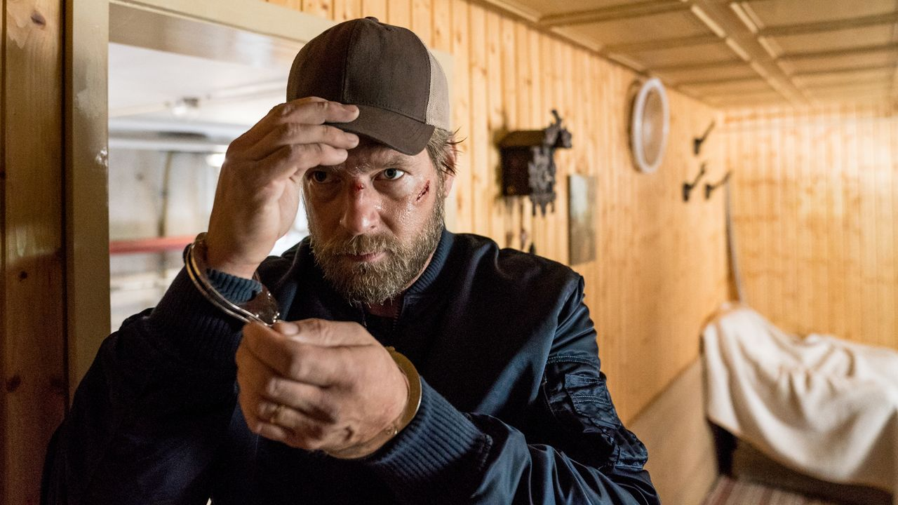 Als ihm ein Mord in die Schuhe geschoben wird, muss Polizist Robert Anger (Henning Baum) den wahren Täter finden, um seine Unschuld zu beweisen und... - Bildquelle: Marc Reimann SAT.1/Marc Reimann