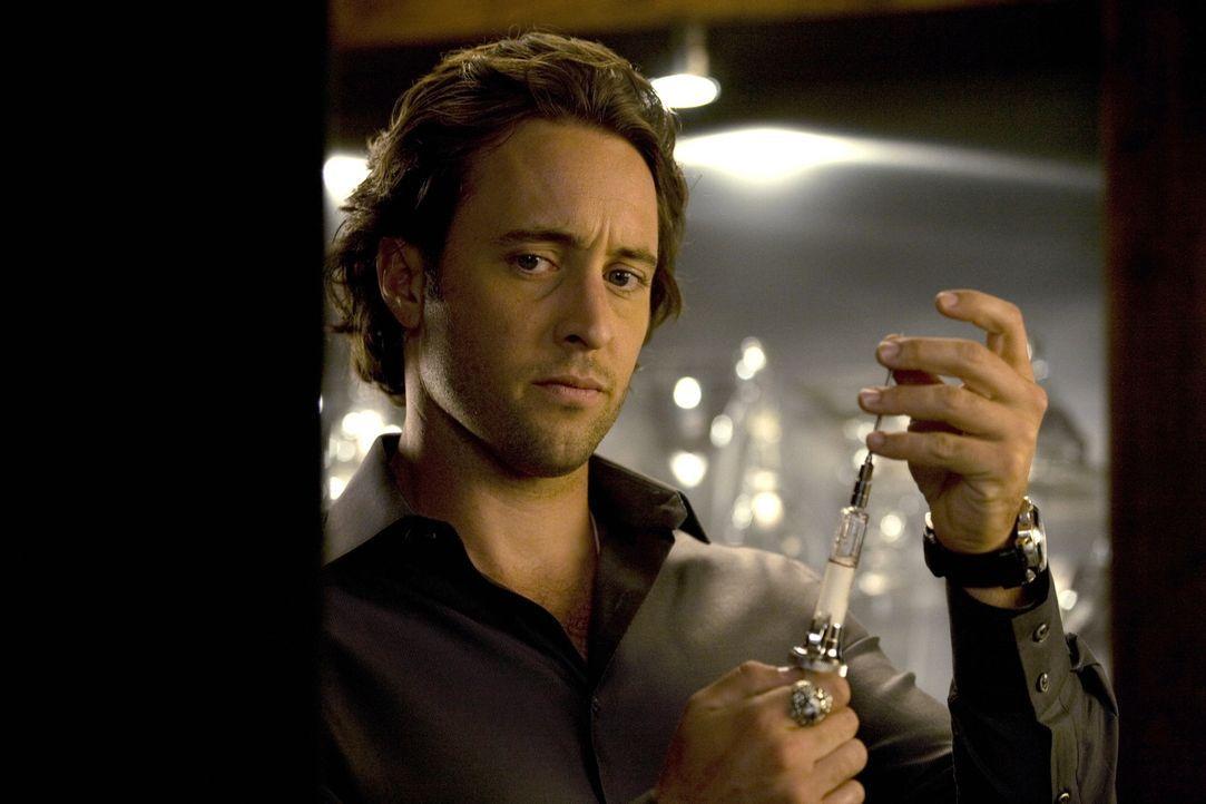 """Mick (Alex O'Loughlin) steht vor einem Rätsel: Ein mysteriöser Vampir treibt in Los Angeles sein Unwesen. Er setzt alles daran, um seinen """"Kollegen""""... - Bildquelle: Warner Brothers"""