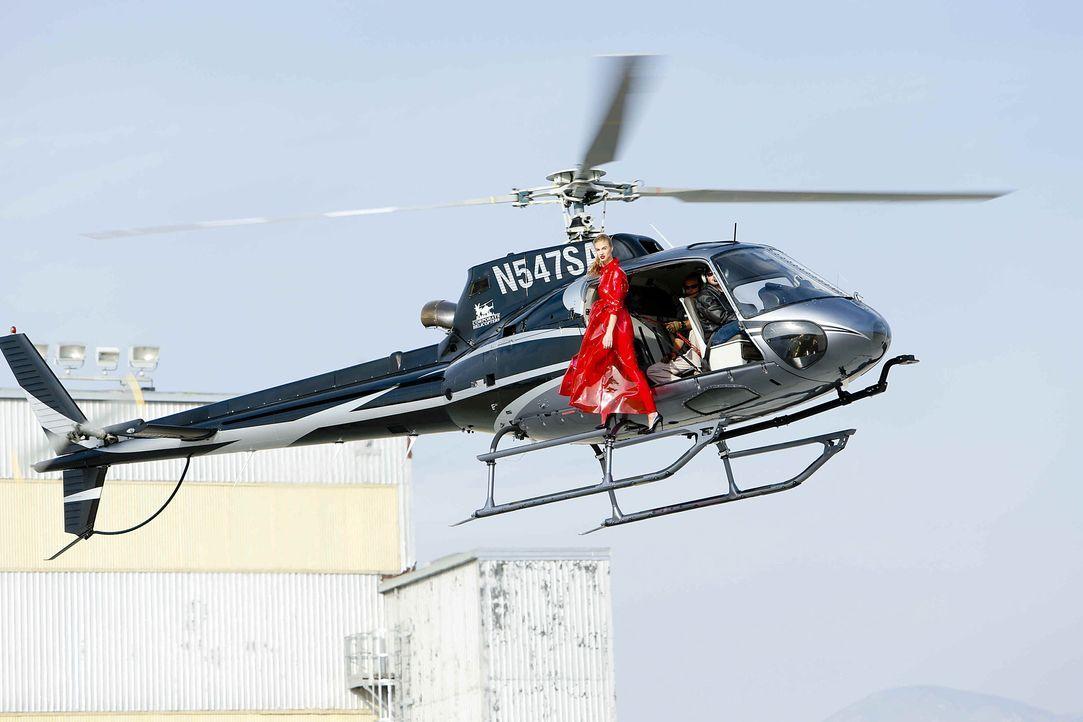 GNTM-Stf10-Epi06-Helikopter-Shooting-92-Jovana-ProSieben-Richard-Huebner - Bildquelle: ProSieben/Richard Huebner