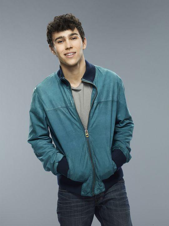(1. Staffel) - Erlebt den Albtraum seines Lebens, als er mit seinem Mitschülern entführt wird: Ian Martinez (Max Schneider) ... - Bildquelle: 2013-2014 NBC Universal Media, LLC. All rights reserved.