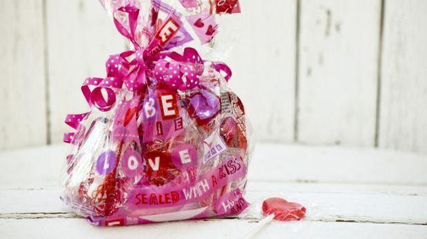 Kleine Geschenke zwischendrin sind ein Zeichen für Liebe.