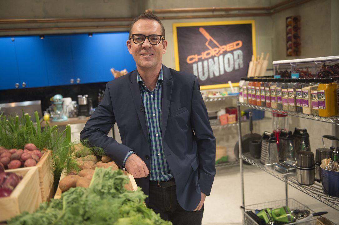 Ted Allen stellt vier Juniorköche in seiner Chopped-Küche vor eine echte Herausforderung: Die Mini-Chefs müssen nicht nur außergewöhnliche, geheime... - Bildquelle: Scott Gries 2015, Television Food Network, G.P. All Rights Reserved