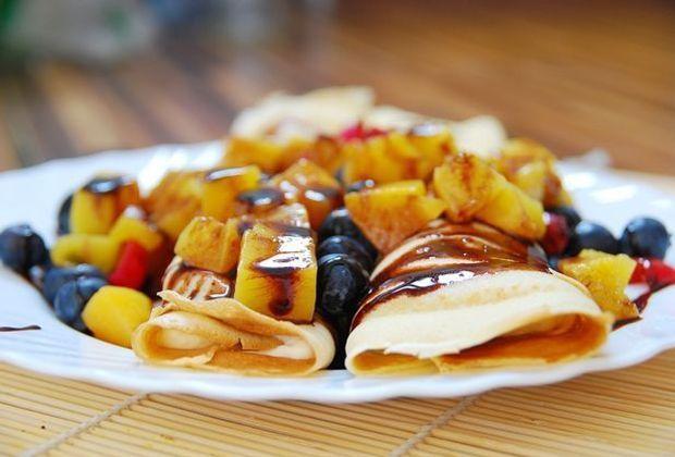Auch das Auge isst mit, bei diesem Rezept: Pfannkuchen mit viel Obst und Scho...