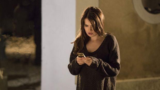 Die Vollwaise Mia (Zoe Moore) erkennt plötzlich, dass sie übernatürliche Kräf...