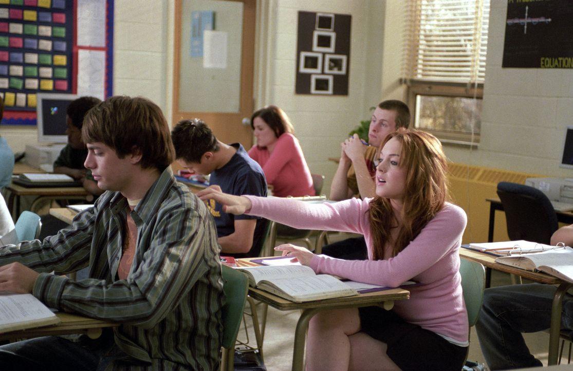 Als sich Cady (Lindsay Lohan, r.) in Reginas Ex-Freund Aaron (Jonathan Bennett, l.) verliebt, ist es vorbei mit dem Frieden in der Mädchenclique. E... - Bildquelle: Paramount Pictures
