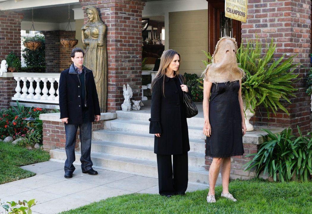 Immer wieder tauchen Geister auf, die Melinda (Jennifer Love Hewitt, M.) um Hilfe bitten. Diesmal taucht eine Studentin (Andrea Bowen, r.) auf, der... - Bildquelle: ABC Studios