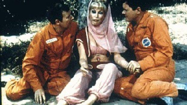Die Astronauten Tony Nelson (Larry Hagman, r.) und Roger Healey (Bill Daily,...