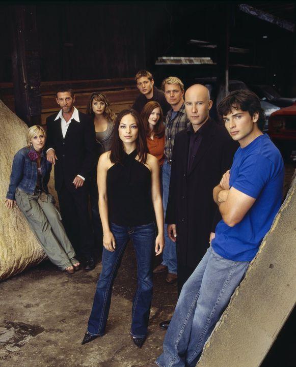 (4. Staffel) - Um sie dreht sich alles in Smallville: (vorne v.l.n.r.) Lana Lang (Kristin Kreuk), Lex Luthor (Michael Rosenbaum), Clark Kent (Tom We... - Bildquelle: Warner Bros.