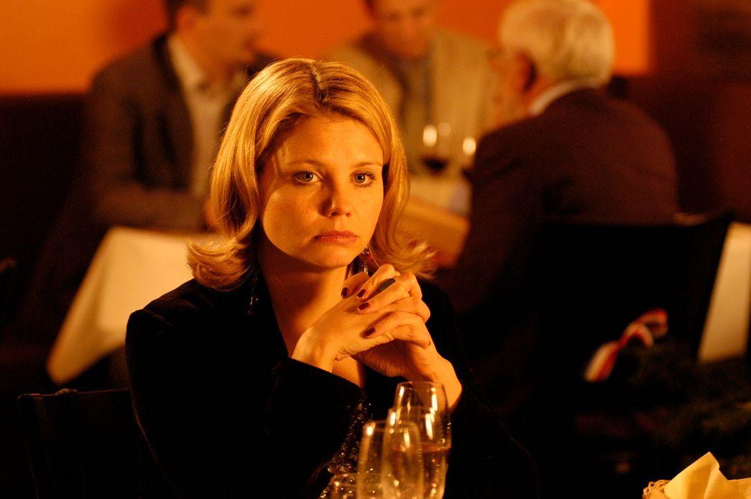 Um die Trennung von Philipp endlich zu überwinden, fordert Minza (Annette Frier) ihn und sich auf, ganz schnell eine jeweils neue Beziehungen einzug... - Bildquelle: Hans Seidenabel ProSieben
