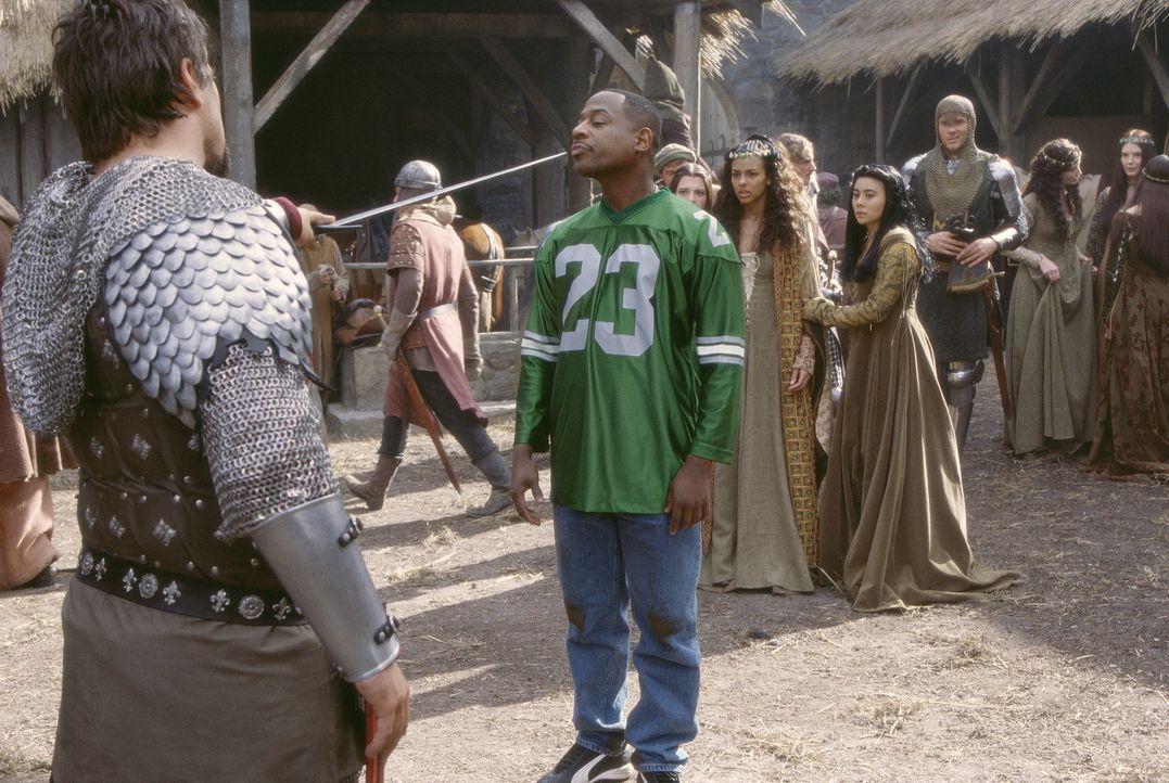 Eines Tages gerät der Angestellte Jamal (Martin Lawrence, 2.v.l.) mitten ins Mittelalter. Dort lernt er die bezaubernde Victoria (Marsha Thomason,... - Bildquelle: 20th Century Fox