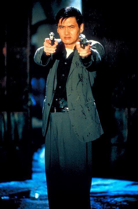 John Lee (Chow Yun-Fat) ist ein eiskalter Profikiller. Als er den Auftrag erhält, ein Kind zu töten, entschließt er sich, seinen Beruf zu wechseln.... - Bildquelle: Columbia Tri-Star