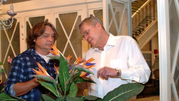 Friedrich (Wilhelm Manske, r.) sucht das Gespräch mit Bernd (Volker Herold, l...