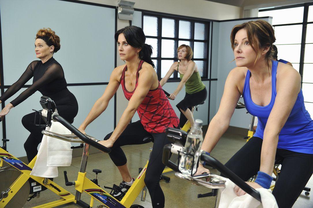 Schön und gut, wenn der Trainer einen motiviert - aber doch nicht gleich so extrem! Das denken sich wahrscheinlich auch gerade Barb (Carolyn Hennes... - Bildquelle: 2009 ABC INC.