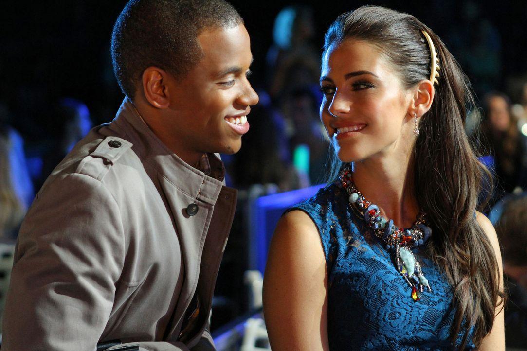 Dixon (Tristan Wilds, l.) ist fest entschlossen, Adrianna (Jessica Lowndes, r.) einen Heiratsantrag zu machen. Wird er es wirklich tun? - Bildquelle: 2012 The CW Network. All Rights Reserved.