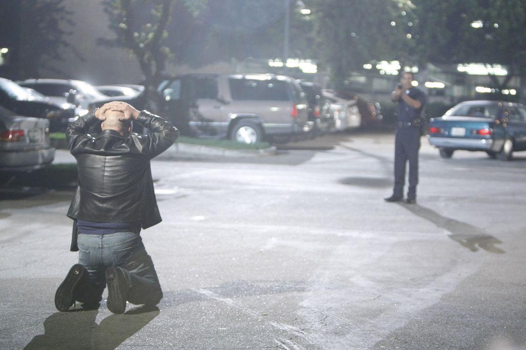 Kann der Cop (Brennan Feonix, r.) verhindern, dass Mackey (Michael Chiklis, l.) Shane etwas antut? - Bildquelle: 2007 Twentieth Century Fox Film Corporation. All Rights Reserved.