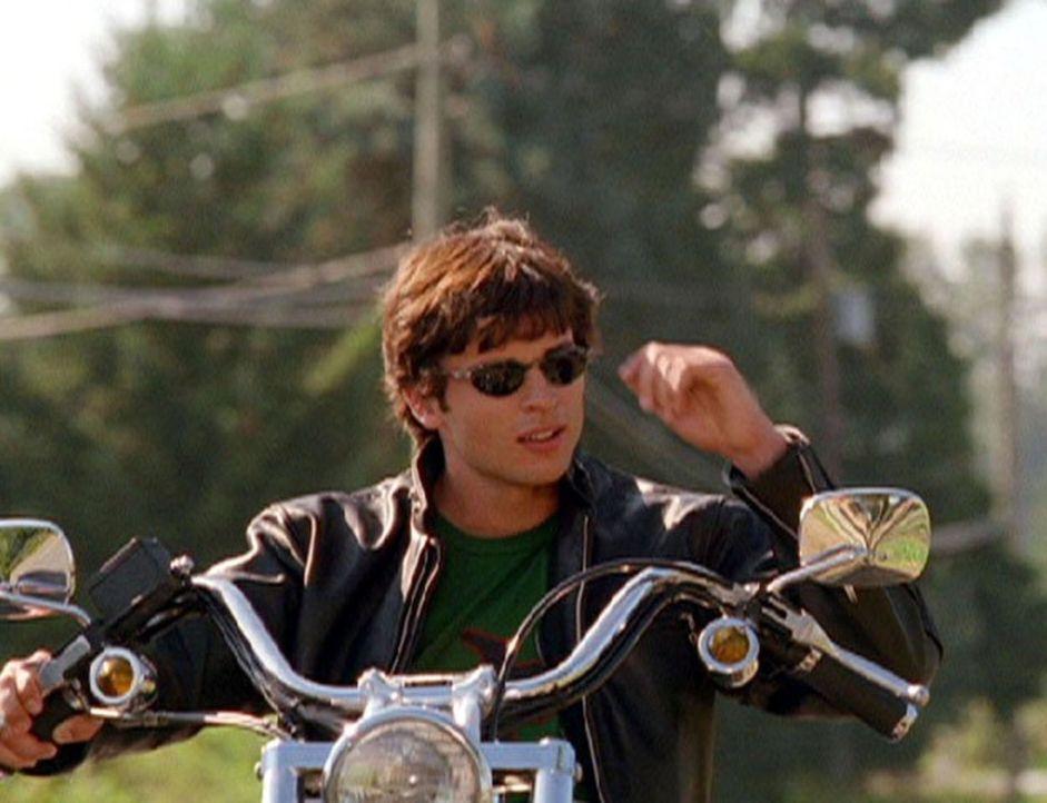 Der mysteriöse Ring aus Meteoritengestein macht aus Clark (Tom Welling) einen großspurigen Draufgänger, der die Schule schwänzt, die Mädels anbagger... - Bildquelle: Warner Bros.