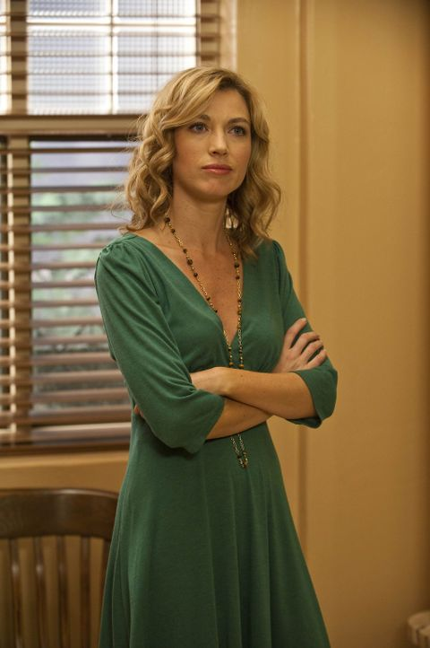 Winona Hawkins (Natalie Zea), eine Ex-Freundin von Raylan Givens, ist von seiner plötzlichen Wiederkehr in die Heimat gar nicht begeistert ... - Bildquelle: 2010 Sony Pictures Television Inc. and Bluebush Productions, LLC. All Rights Reserved.