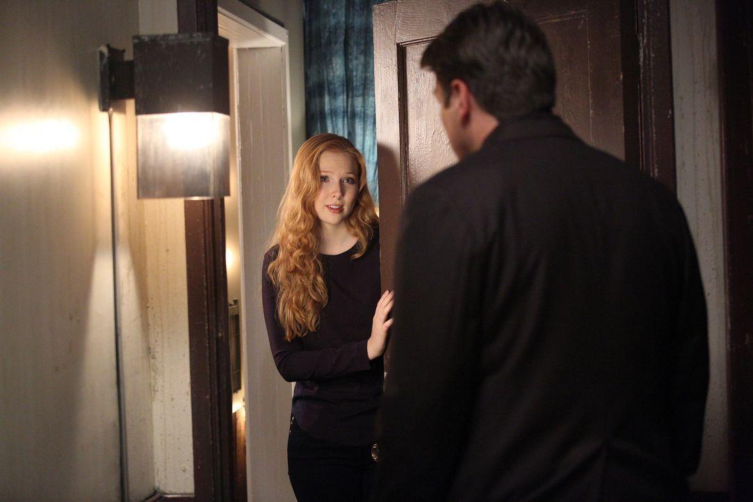 Nach wie vor hat Castle (Nathan Fillion, r.) große Probleme damit, dass Alexis (Molly C. Quinn, l.) inzwischen nicht mehr bei ihm, sondern in einer... - Bildquelle: ABC Studios