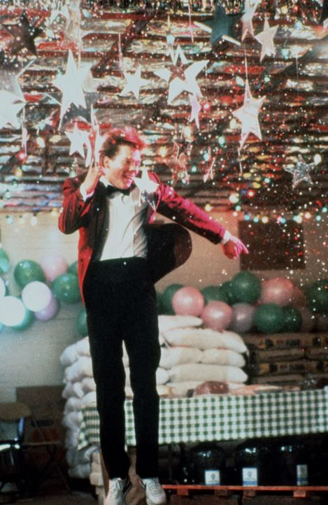 Endlich kann Ren McCormack (Kevin Bacon, M.) tanzen, was das Zeug hält! - Bildquelle: 1984 by Paramount Pictures Corporation. All rights reserved.