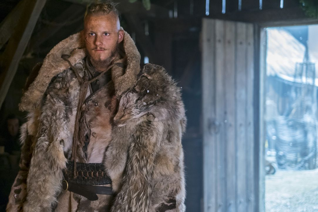 Macht Bekanntschaft mit dem Berserker, den Erlendur und Kalf geschickt haben: Bjorn (Alexander Ludwig) ... - Bildquelle: 2016 TM PRODUCTIONS LIMITED / T5 VIKINGS III PRODUCTIONS INC. ALL RIGHTS RESERVED.
