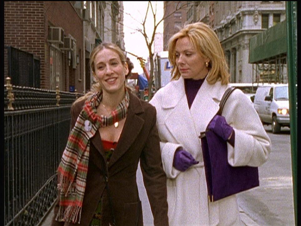 Carrie (Sarah Jessica Parker, l.) geht auf ihren 35. Geburtstag zu. Sam (Kim Cattrall, r.) findet Carries Gelassenheit bemerkenswert. - Bildquelle: Paramount Pictures