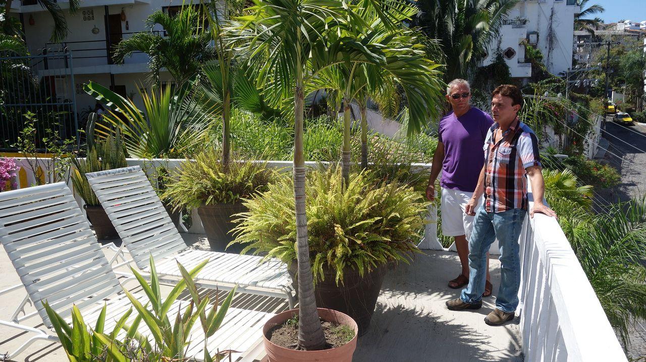 Die Atmosphäre in der mexikanischen Stadt Puerta Vallarta hat es Brad (l.) und Scott (r.) angetan, aber reicht ihr Budget von $275000 auch für ein T... - Bildquelle: 2014, HGTV/Scripps Networks, LLC. All Rights Reserved.
