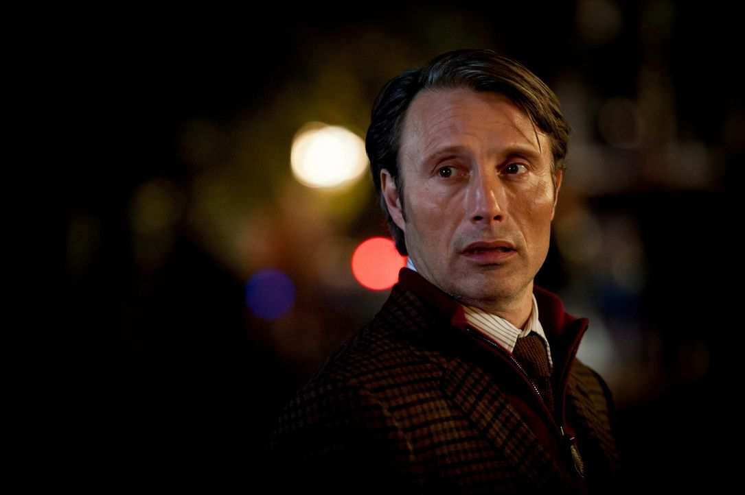 Dr. Hannibal Lecter (Mads Mikkelsen) führt alle hinters Licht ... - Bildquelle: Brooke Palmer 2012 NBC Universal Media, LLC