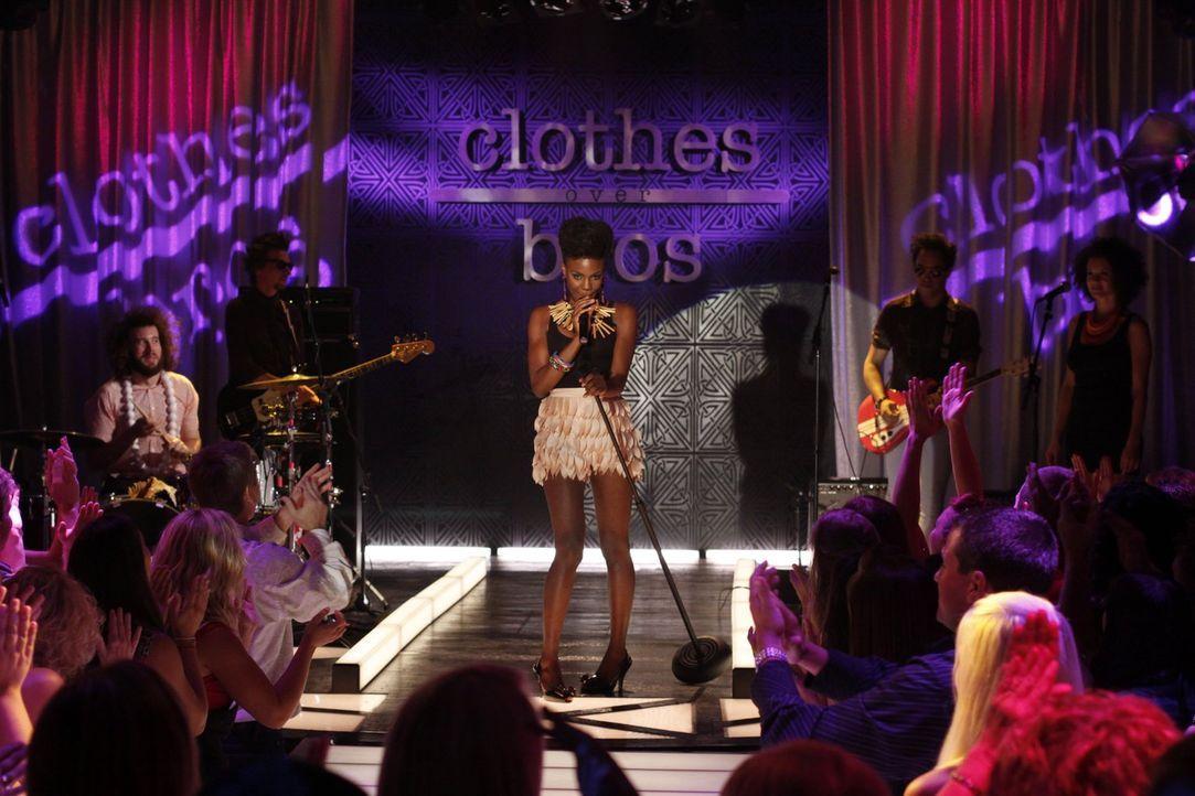 The Noisettes heizen den Fashionshow Gästen ordentlich ein ... - Bildquelle: Warner Bros. Pictures