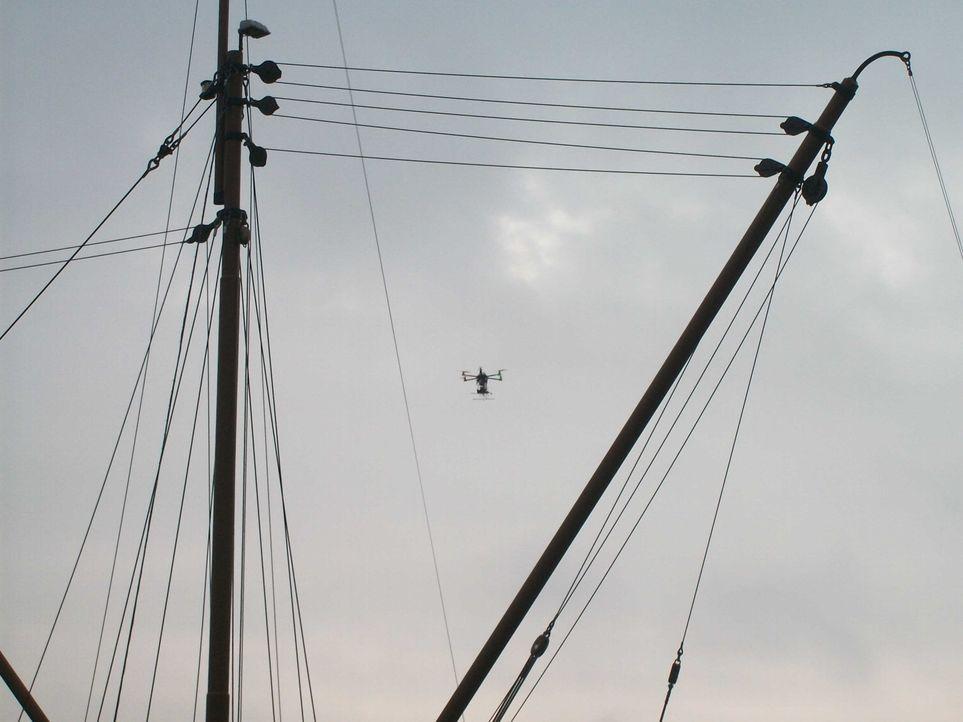 Multikopter über Schiff