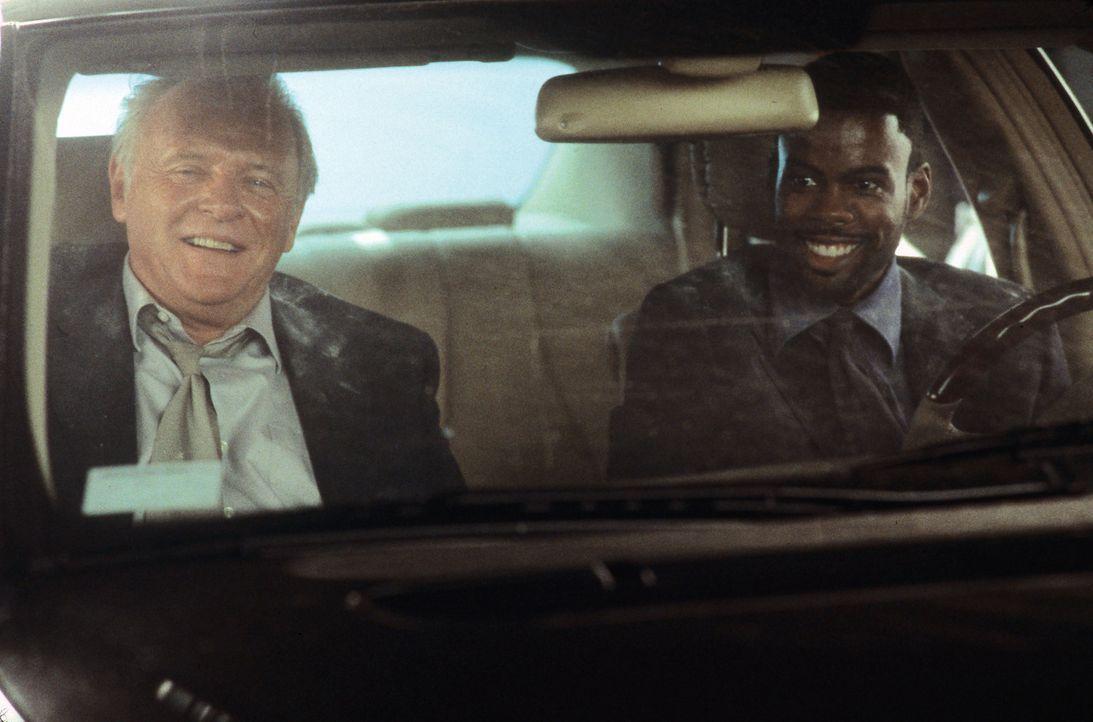 Im Wettlauf mit der Zeit: Gaylord Oaks (Anthony Hopkins, l.) und Jake (Chris Rock, r.) ... - Bildquelle: Disney