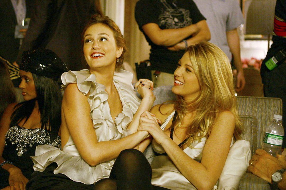 Blair (Leighton Meester,l) redet mit ihrer Freundin Serena (Blake Lively, r.) - Bildquelle: Warner Brothers