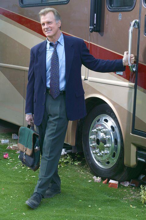 Eric (Stephen Collins) ist wie durch ein Wunder von seiner Herzkrankheit geheilt. Zum Zeichen seiner Freude schenkt ihm sein Vater ein riesiges Wohn... - Bildquelle: The WB Television Network