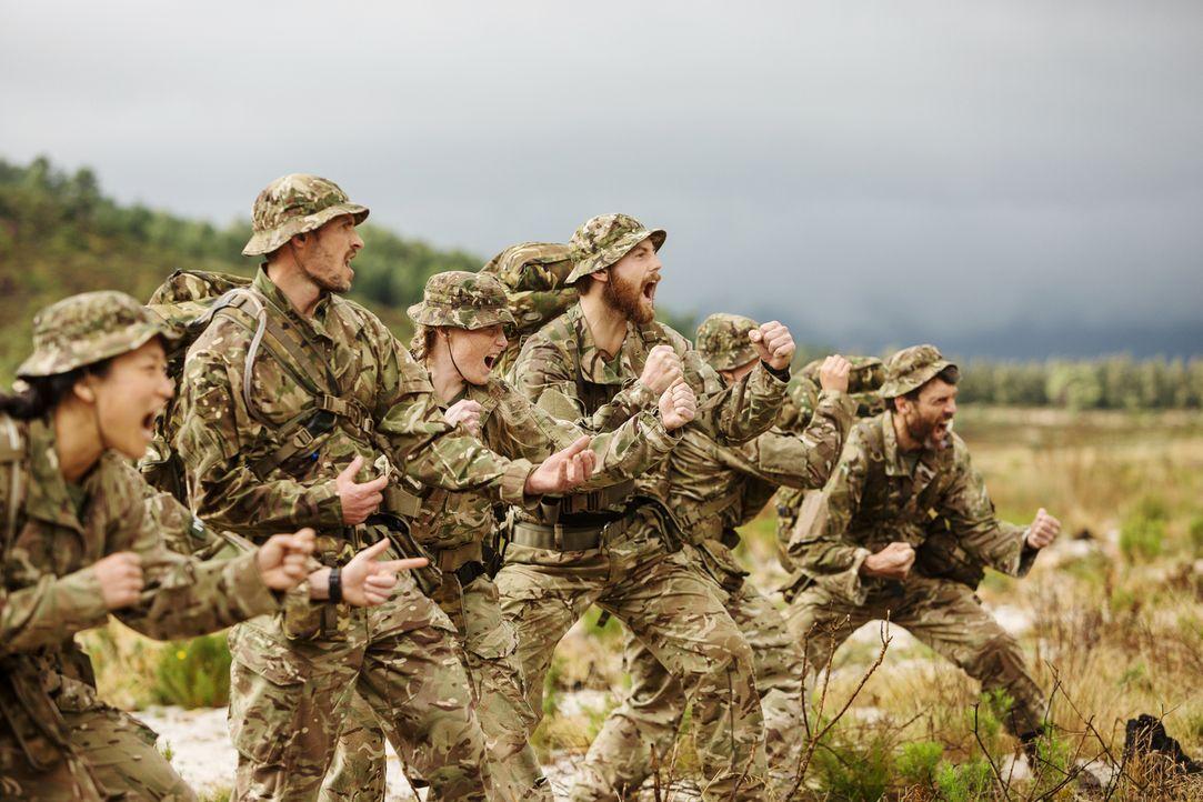 Die fittesten Männer und Frauen Großbritanniens kämpfen um den Sieg: Die Rekruten müssen unter der Aufsicht und Anleitung von sechs ehemaligen Mitgl... - Bildquelle: BBC 2016