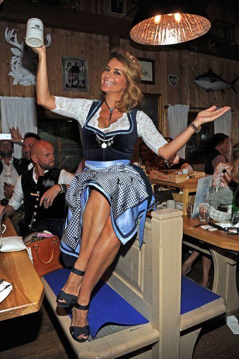 (5). dpa - Ursula Düren (Gitta Saxx im Fisch-bäda Wiesnstadl) - Bildquelle: dpa - Ursula Düren