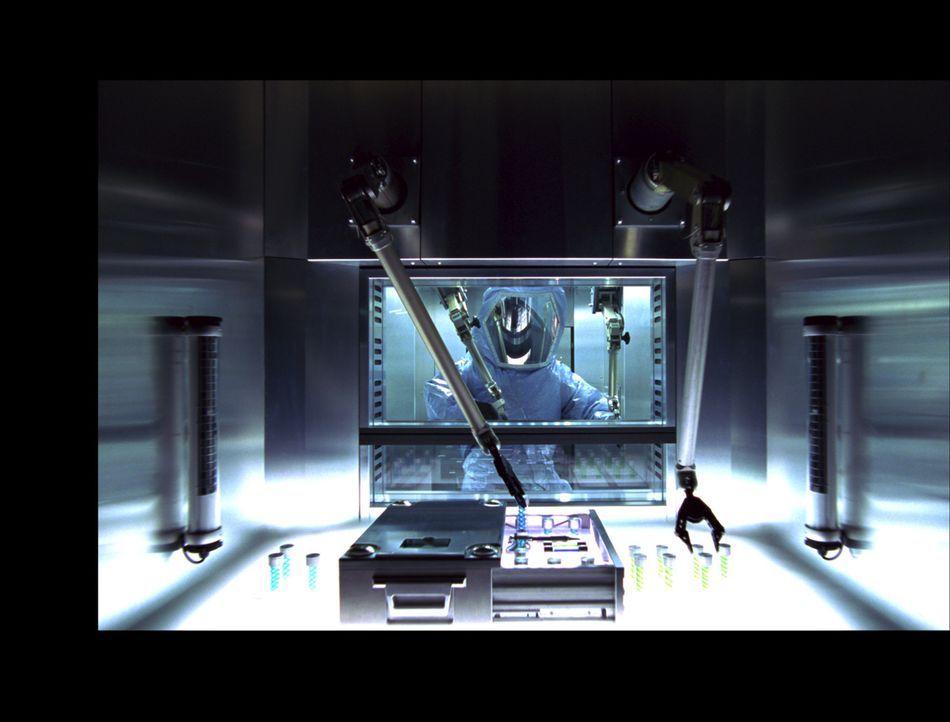 Die Umbrella Corporation experimentiert heimlich mit einem Virus, welches das Ende der Menschheit bedeuten könnte ... - Bildquelle: Constantin Film Verleih GmbH