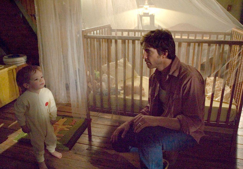 Unglücklicherweise kann der kleine Ben (Evan / Theodore Turner) seinem Vater Roy Solomon (Dylan McDermott) nicht sagen, was er Schreckliches gesehen... - Bildquelle: 2005 GHP-3 SCARECROW, LLC.