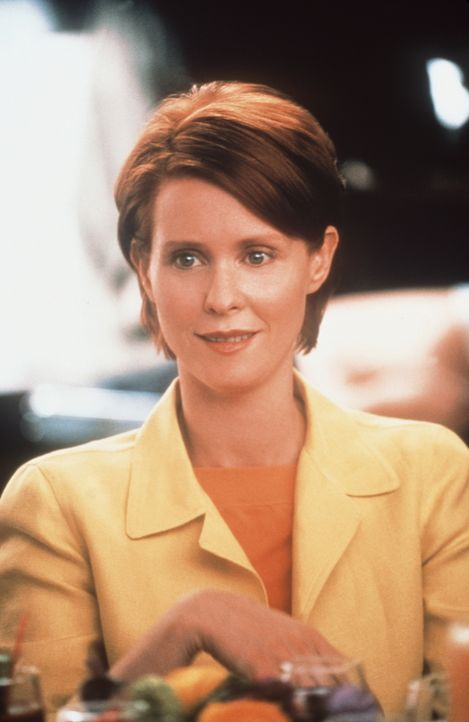 Todesmutig nimmt sich Miranda (Cynthia Nixon) eine Haushälterin ... - Bildquelle: Paramount Pictures